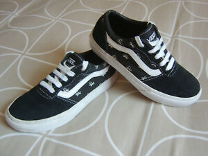 PAIR OF BOYS OR GIRLS  BLACK VANS TRAINERS WITH SKULL AND CROSSBONES SIZE UK 1.5