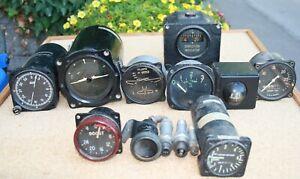 Konvolut mit 9 amerikanischen/britischen Flugzeuginstrumenten + 4 andere Teile