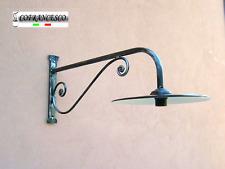 Lampada applique a parete per esterno in ferro battuto 1119 con piatto smaltato