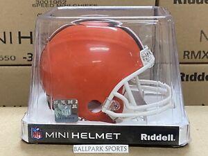 Cleveland Browns (1975-2005 Throwback) Riddell VSR4 Mini Football Helmet