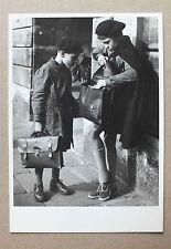 CP - DEVANT L ODEON - PARIS 1952 - ILSE BING - NOUVELLES IMAGES PH448  *