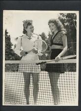 RITA HAYWORTH + JEAN COLLERAN TALK TENNIS CANDID - 1944 VINTAGE DBLWT PHOTO
