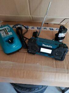 Makita Akku Baustellenradio MR051 mr051 mit akku s und Ladegerät