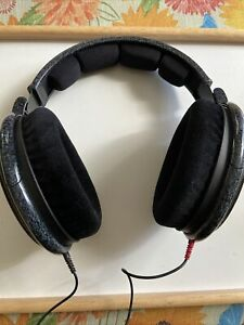 Sennheiser HD 600 Over the Ear Headphones - Black Open Back  No Reserve