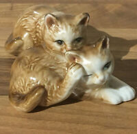Vintage China Cuddly Cats Figurine . 12x5 Cm