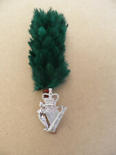 Royal Irish Regiment badge & hackle.