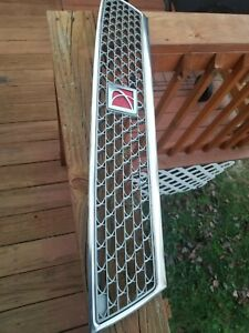 2003-2005 SATURN LS200 LS300 FRONT GRILL GRILLE WITH LOGO 22681681 HOOD 03 04 05
