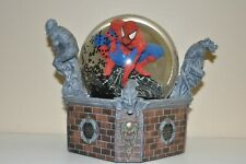 SPIDER-MAN DIAMOND SELECT MOTION LIGHT UP GLOBE WITH SPIDERS STATUE