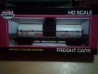 LOT OF 2 MODEL POWER HO SCALE FREIGHT CARS, MIB!!