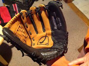 "Nike Ignitor 1100, 11.0"" leather Baseball MIT."