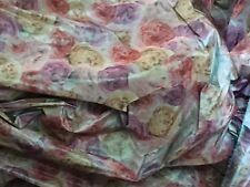 tissu taffetas tissé roses en relief double face  en 150 cm  de large au mètre