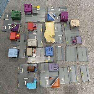 Mattel Hot Wheels Mega City Pack Roads Building Garage Town Bank
