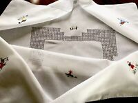 """VINTAGE EMBROIDERED Drawn Thread WHITE COTTON """" FIGURES """" TABLECLOTH 38X38"""""""
