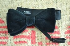 VINTAGE 1950s/1960s AKCO black velvet bow tie adjustable