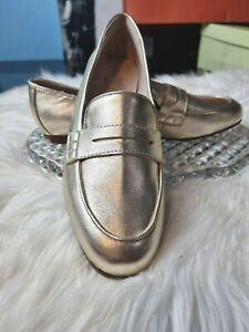 Basque Women's Casual Comfort Flat Shoes Size 7  tuxedo Gold