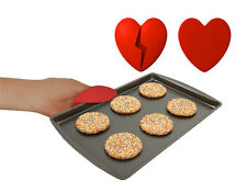 Too Hot To Handle Heart Oven Mitt- Heart shaped Oven Grip-Fun Kitchen Gadget-NEW