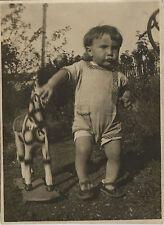 PHOTO ANCIENNE - VINTAGE SNAPSHOT - ENFANT CHEVAL DE BOIS JOUET - CHILD OLD TOY
