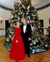 BILL & HILLARY CLINTON STANDING IN FRONT OF CHRISTMAS TREE - 8X10 PHOTO (BB-128)