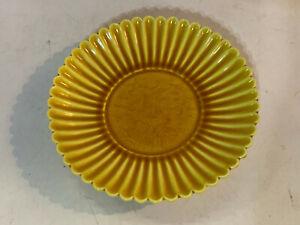 Chinese Scalloped Edge Yellow Porcelain Plate Sgraffito Bird Waves Hongzhi Mark