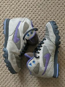 Vintage 90s Nike Hiking Boots (Size 10 W - Size 8.5 M)