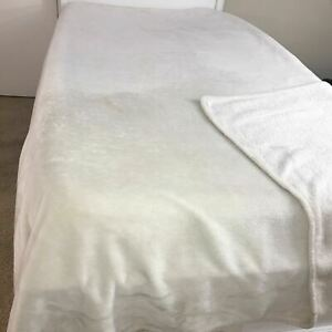 """King Size Solid White Quilt Bedspread Sherpa Type Blanket Throw Soft 90"""" X 92"""""""