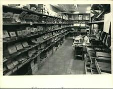 1985 Press Photo Interior of cigar shop in New York - tua81933