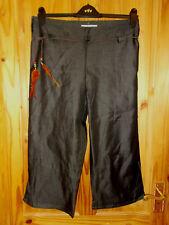 Matute Brillo Negro Carbón Pluma Cinturón de cultivos 3/4 Longitud Pantalones Cortos Bnwt 14