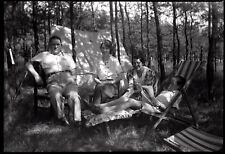 Portrait famille chaise longue bois camping   - Ancien négatif photo an. 1930