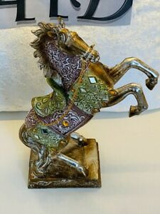 Resin Horse sculpture Modern style statue Animal Figurines for home decoration