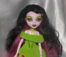 2012 Monster High Snow Bite Draculaura Vamp Girl Fashion Doll w/Outfit & Shoes