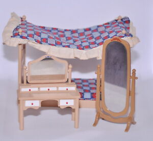 Vintage Tomy Smaller Homes Dollhouse Furniture Canopy Bed Mirror Vanity Table