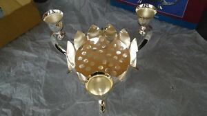 VINTAGE WM. ROGERS & SON SILVER PLATED LOTUS CENTERPIECE/CANDLE HOLDER. NEW