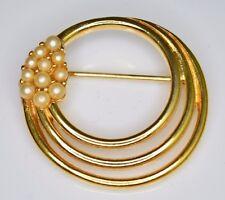 VTG 1950s CROWN TRIFARI Signed Gold Tone Faux Pearl Circle Brooch Pin