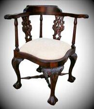 Stühle aus Massivholz als Reproduktion