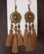 Bronskleurige lange oorbellen ronde bruine bloem met glitter en 3 bruine tassels
