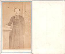Prêtre en soutane en pose, circa 1870 CDV vintage albumen -  Tirage albuminé
