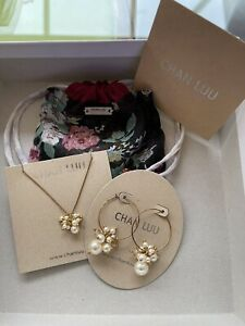 NEW CHAN LUU  LADIES DESIGNER GOLD PLATED PEARL EARRINGS AND NECKLACE SET