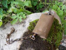 Ancienne petite cloche chèvre maison ? en métal