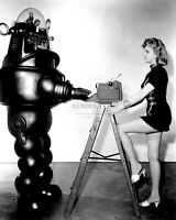 """ANNE FRANCIS AND """"ROBBY THE ROBOT"""" IN """"FORBIDDEN PLANET"""" - 8X10 PHOTO (AZ948)"""