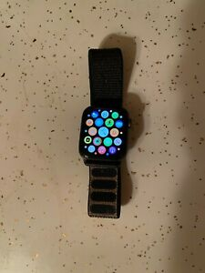 Apple Watch Series 4 44 mm GPS Space Gray Aluminum Case with Black Sport Loop
