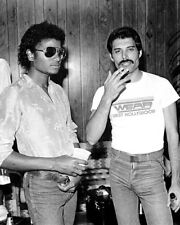 Freddie Mercury and Michael Jackson UNSIGNED photograph - K9476 - In 1980