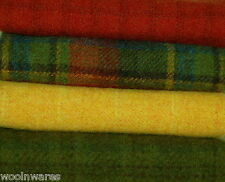 """HAND DYED RUG HOOKING WOOL Mill-Dyed ~ """"HAPPY HOLIDAYS"""""""