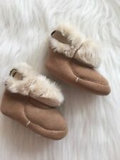 GAP Baby Boys / Girls Size 3-6 Months Tan Ivory Soft Sherpa Boots Booties Shoes