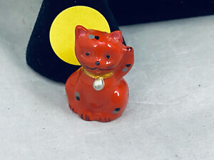 VTG. CUTE MADE IN CHINA RED & GOLD ENAMEL LUCITE WAVING KITTY CAT FIGURINE