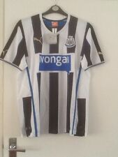 BRAND NEW - OFFICIAL NEWCASTLE UNITED FOOTBALL TOP - RAJ PRINTED ON THE BACK