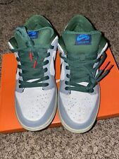 Nike SB Dunk Maple Leaf