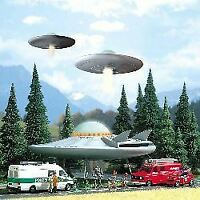 BUSCH HO SCALE 1/87 UFO FLYING SAUCER WITH FIGURES   BN   1010