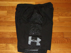 UNDER ARMOUR BLACK/GRAY ATHLETIC SHORTS WITH LINING MENS MEDIUM EXCELLENT COND.