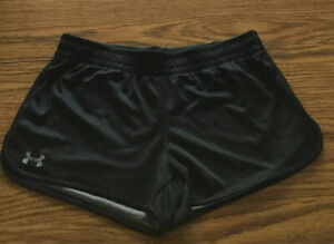 Under Armour UA Tidal Shorts Womens Size M  Black HeatGear Semi Fitted Lined