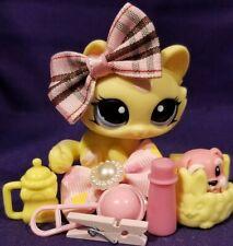 Littlest Pet Shop LPS Yellow Crouching Cat #1090 Blue Eyes RARE Pink Swirl Kitty